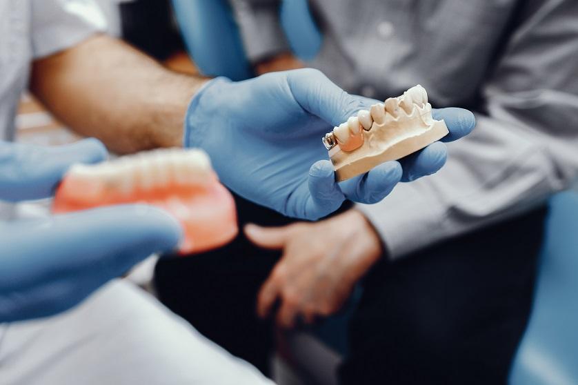 Zahnarztpraxis für Implantologie | Zahnarzt in Frankfurt am Main 1