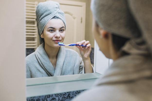 professionelle-zahnreinigung-frankfurt-professional-teeth-cleaning